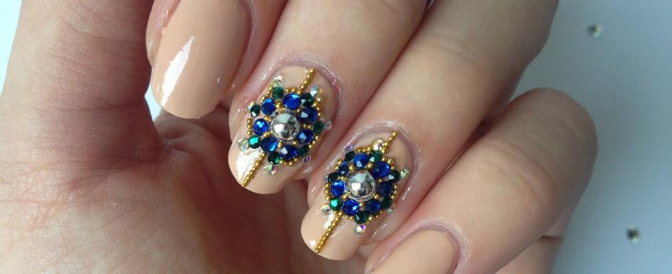 Nail Art Russa con gioielli